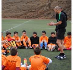 Entrenador de porteros de fútbol base