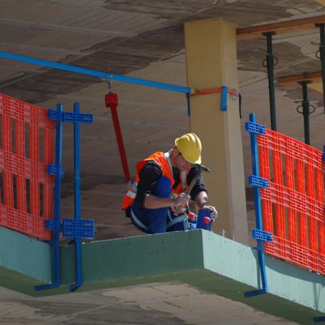 PREVENCIÓN DE RIESGOS LABORALES. SECTOR CONSTRUCCIÓN Y AFINES: RIESGOS ESPECIFICOS DEL TRABAJO DE MONTAJE DE ANDAMIOS